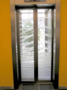 Mintás keretes üveges ajtó